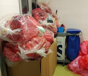 Bolsas de residuos sanitarios considerados peligrosos.