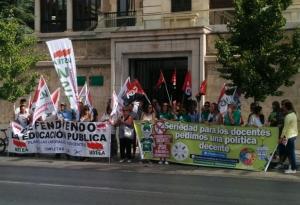 Concentración frente a la sede de la Junta.