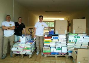 Material escolar recogido por Guardias Civiles Solidarios para Ecuador.