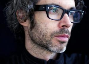 James Rhodes, retratado por Dave Brown,