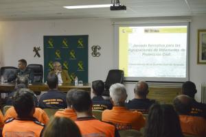 Jornada de formación de la Guardia Civil con voluntarios de Protección Civil.