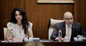Raúl Fernández, junto a la consejera Rocío Ruiz.