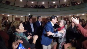 Juan Manuel Moreno, a su entrada en el acto celebrado en Motril.