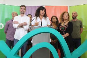 Teresa Rodríguez junto a Antonio Maíllo y otros representantes de la confluencia.