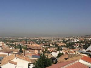 Nube de contaminación sobre el cielo de Granada.
