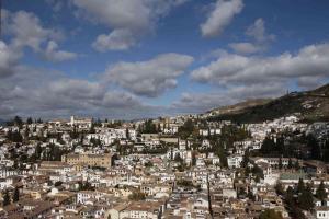 Imagen del Albaicín, uno de los barrios históricos más necesitados.
