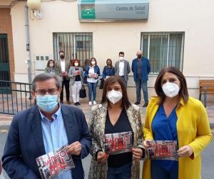 Ángeles Férriz (derecha) con Dolores Cañavate y José Entrena, este lunes en Armilla.