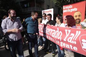 Puentedura y Maíllo, junto a miembros de IU, en La Chana,