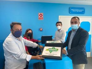Francisco Rodríguez y Jorge Saavedra al registrar los avales en la sede.