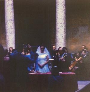 Imagen de la firma tras la ceremonia, en presencia del alcalde.