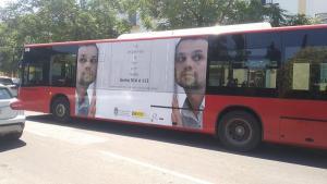Autobuses con la campaña.