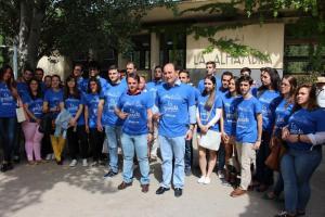 García Montero y Fuentes con las camisetas reivindicativas de la Alhambra.