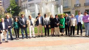 Foto de familia de los candidatos en la Fuente de las Batallas.