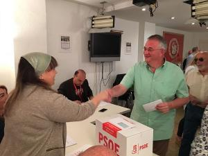 Rueda, el pasado domingo, votando en las Primarias.