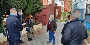 Miembros de IU, con vecinos de Casería de Montijo.