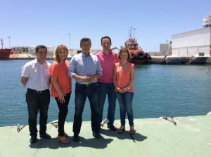 Luis Salvador y candidatos en el Puerto de Motril,