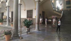 Cola en el Ayuntamiento para acceder a una de las oficinas.