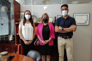 Nuria Gutiérrez con personal del Servicio de Teleasistencia.