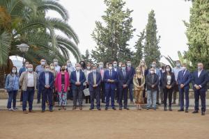 Representantes de los municipios metropolitanos, de la Diputación y la Junta, este lunes en el Carmen de los Mártires.