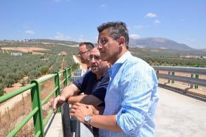 Luis Salvador, en una visita a las obras del AVE.