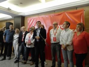 Cuenca, junto a su candidatura.