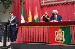 paco Cuenca en su primer discurso como alcalde tras ser elegido, en presencia de Huertas.