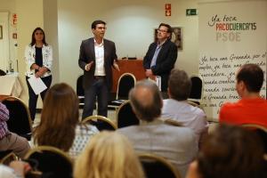 Paco Cuenca, con autónomos y comerciantes.