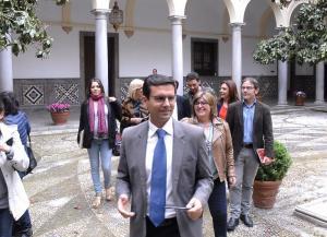 Cuenca ante su equipo de gobierno.