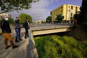Cuenca en su visita al entorno del final de la Avenida de Dílar.