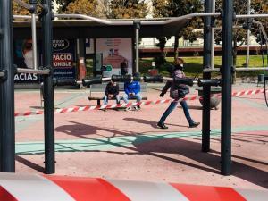 Imagen de archivo de un espacio público acotado por las restricciones.