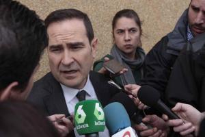 El letrado Ernesto Osuna atiende a los periodistas el pasado 13 de abril.
