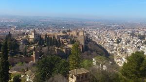 La Alhambra y Granada, vistas desde la Silla del Moro.
