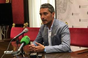 Manuel Olivares.