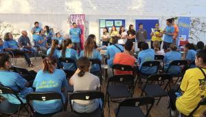 Jóvenes plantean propuestas al equipo de gobierno.