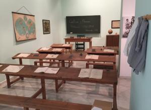"""Recreación de una escuela en los años 40 de la exposición  """"Escuela republicana frente a escuela franquista"""", de la Diputación de Granada."""