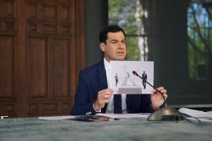 El presidente muestra el boceto durante la videoconferencia con los alcaldes.