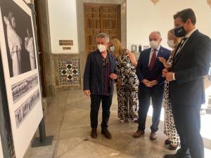 El alcalde, en la inauguración este miércoles de una exposición sobre la labor de Enfermería durante la pandemia.