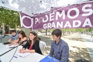 Miembros de Podemos, en la Feria de la Salud.