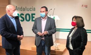 Álex Casares con los parlamentarios Gerardo Sánchez y María José Sánchez.