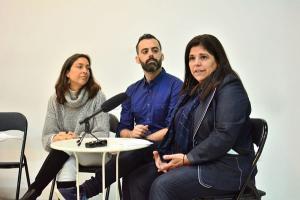 Araceli Torres (d) con Manuel Merino y Mayte Olalla.