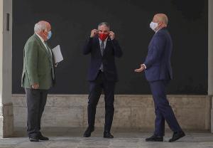 Javier Imbroda, a la derecha, con Elías Bendodo y Jesús Aguirre.