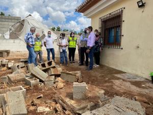 Visita de los populares en una de las zonas afectadas por la tormenta.