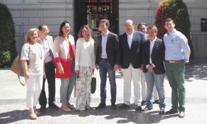 Pablo Casado con los concejales del grupo del PP.