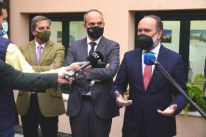 El presidente de la Audiencia junto al juez decano y el decano de la Abogacía granadina.