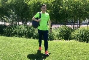 Luis Salvador, vestido con ropa deportiva.