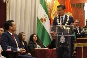 Luis Salvador, en presencia de Francisco Cuenca, durante su primera intervención como alcalde.