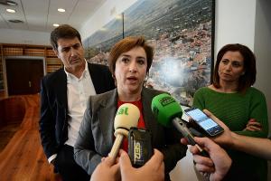 Sandra García en una atención a medios.
