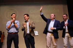 Pérez, en una imagen de archivo con el ahora presidente del PP granadino, Moreno y Egea.