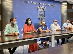 Loles López durante su visita al Ayuntamiento de Almuñécar.