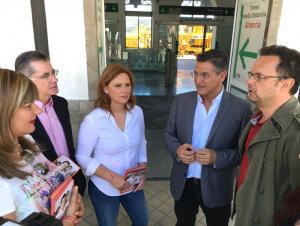 Candidatos de Ciudadanos en la estación de RENFE.